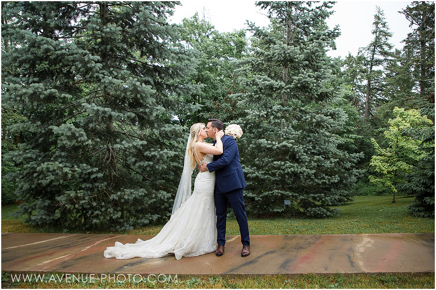 McMichael Gallery Summer Wedding Photos, Avenue Photo, Paramount Events Wedding