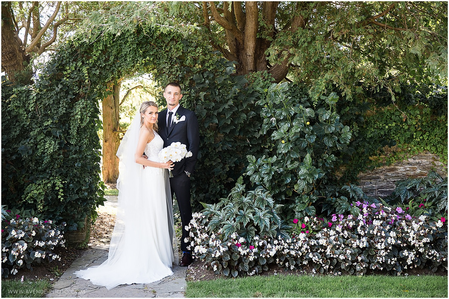 Gairloch Gardens Wedding Harbour Banquet Centre Wedding Avenue Photo Burlington Oakville Wedding Photographer